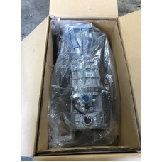 BRAND NEW IN BOX TOYOTA HILUX KUN26R 4X4 5 SPEED GEARBOX